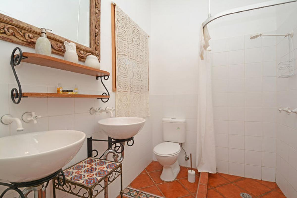 Hunter Valley Accommodation - Casa Della Vigna - Belford (2 Bedrooms) - Bathroom