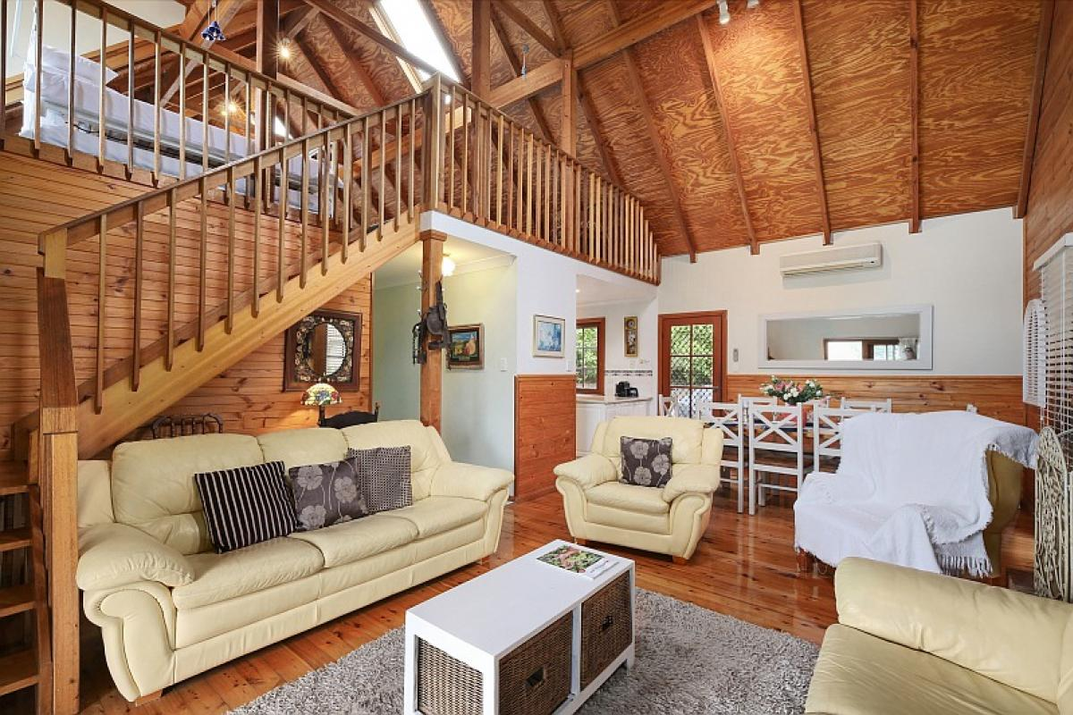Hunter Valley Accommodation - Cants Cottage - Broke - Living Room