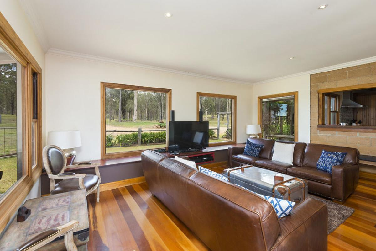 Hunter Valley Accommodation - Dalwood Country House - Dalwood - Living Room