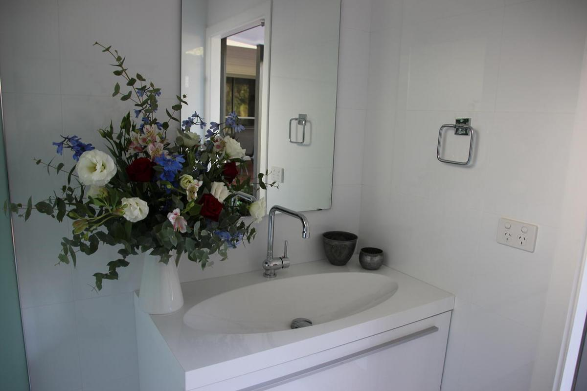 Hunter Valley Accommodation - Hunter Cottage - Branxton - Bathroom