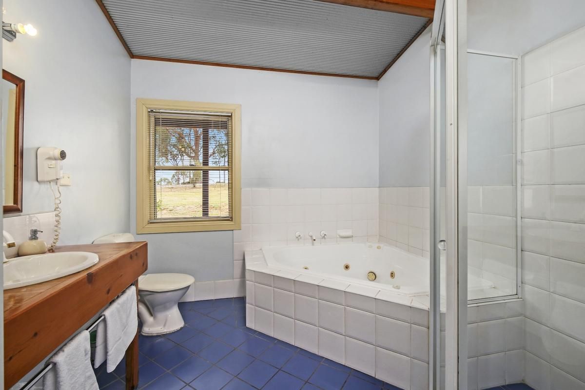 Hunter Valley Accommodation - North Lodge Clan Cottage - Pokolbin - Bathroom