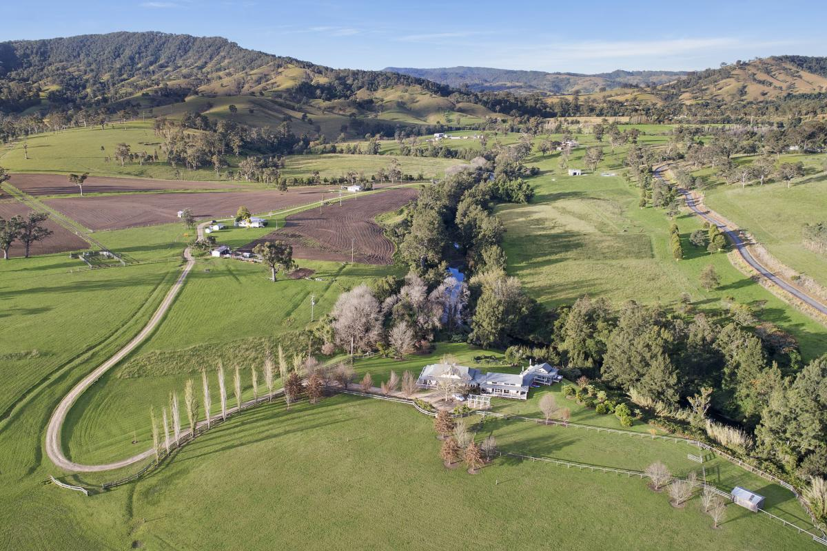 Hunter Valley Accommodation - Lodge at Mount Rivers - Gresford - all