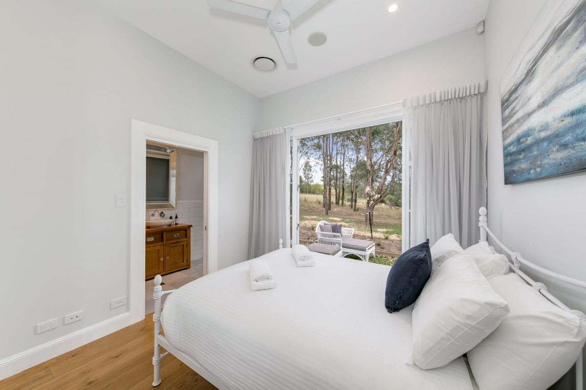 Hunter Valley Accommodation - The Grey House - Pokolbin - all