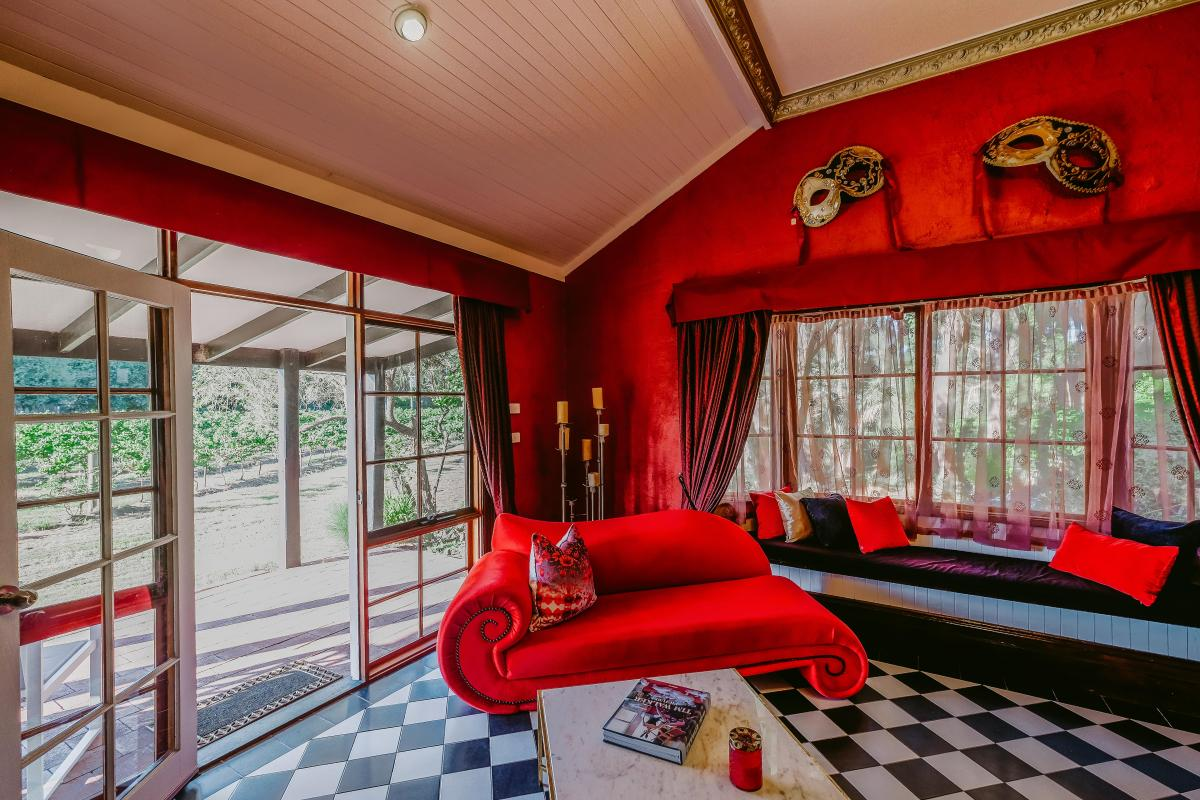 Hunter Valley Accommodation - Casuarina Estate - Themed Spa Suite Moulin Rouge - all