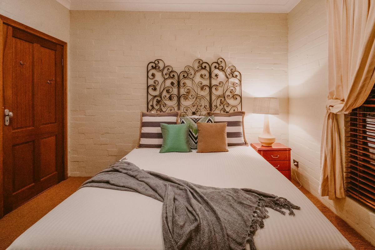 Hunter Valley Accommodation - The Manor at Billabong Moon - Rothbury - all
