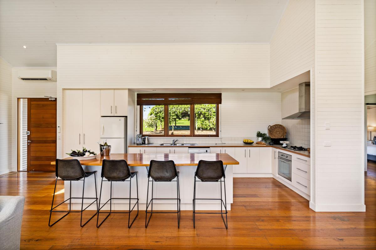 Hunter Valley Accommodation - Arenridge - Broke - Kitchen