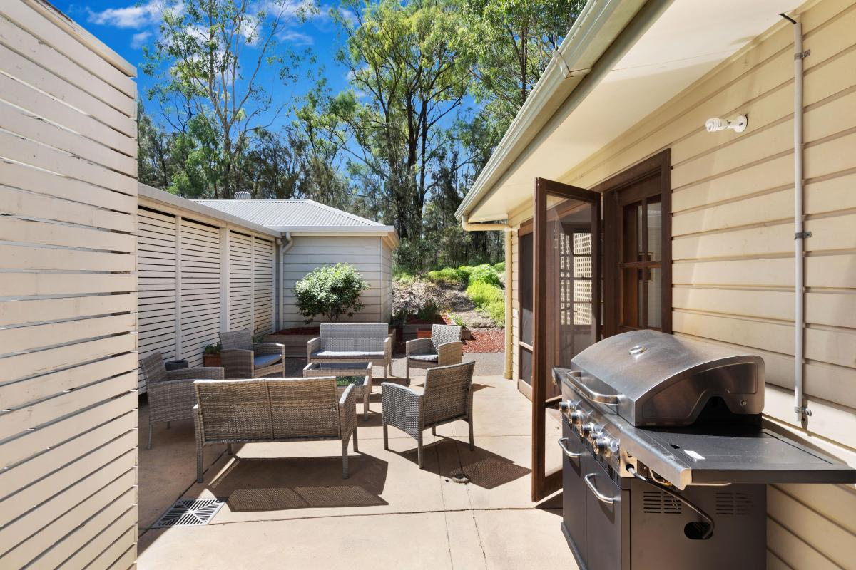 Hunter Valley Accommodation - Winemakers House at De Iuliis - Outdoor Dining