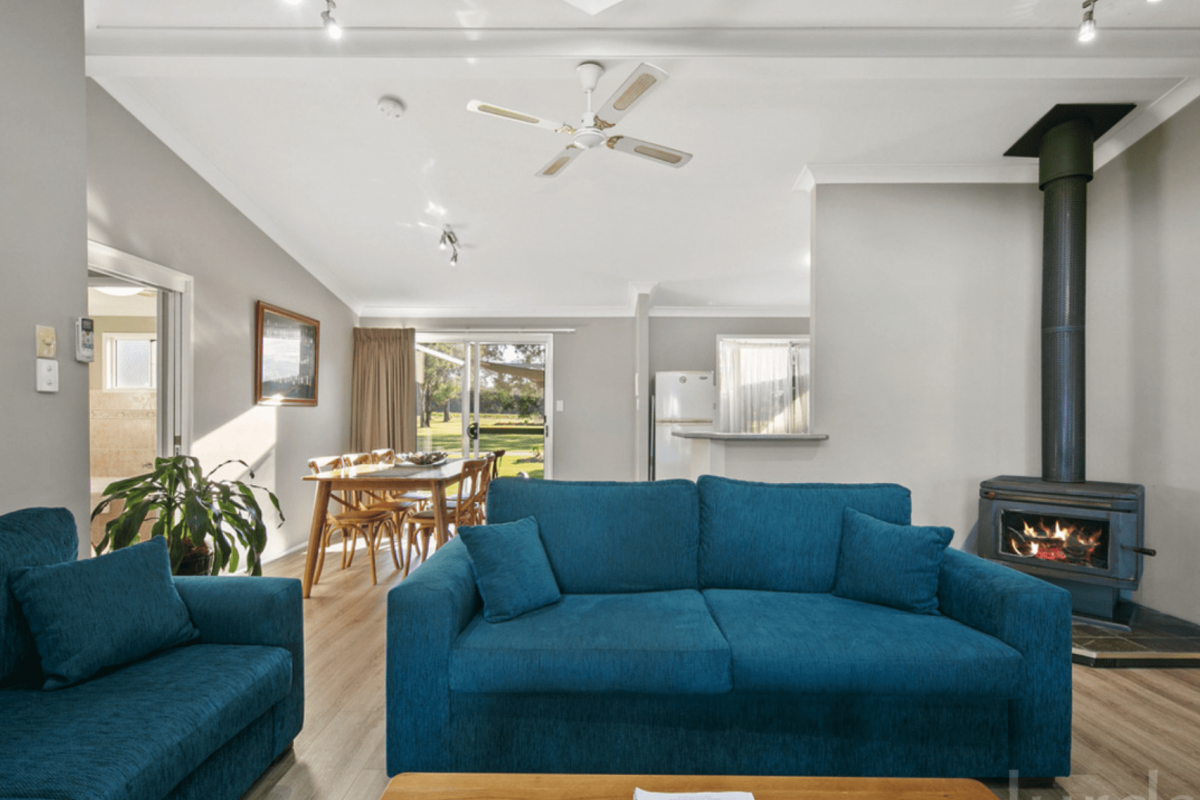 Hunter Valley Accommodation - Lilly Pilly Cottage at The Grange - Rothbury - Living Room