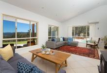 Hunter Valley Accommodation - Alphawood - Mount View - Living Room