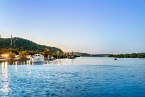 Clare De Lune Waterfront