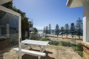 'Sandpiper' - Beachfront Home