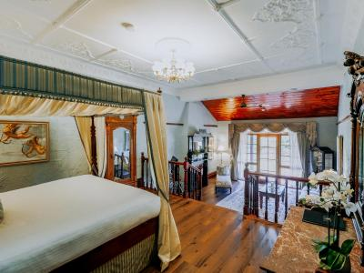 Casuarina Estate - Themed Suite Palais Royale