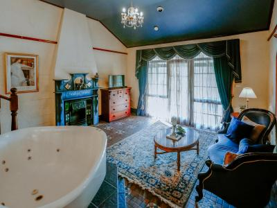 Casuarina Estate - Themed Spa Suite Italian Bordello