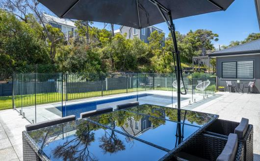 Ocean Sounds House: beach at end of street and pool